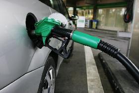 Pumping gas. (Photo by Wikimedia Commons user Rama.)