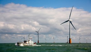 largest wind farm in world uk