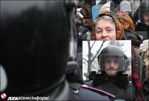Ukraine mirror protest
